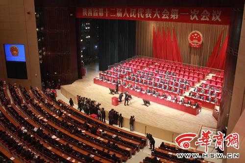 华商网讯 快讯:1月31日下午,陕西省第十二届人民代表大会一次会议举行第三次全体大会。娄勤俭当选为陕西省省长。