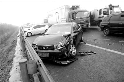 北京路面结冰致2000余起车祸 全天至少4人死亡