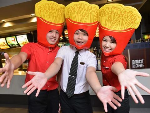 台湾快餐龙头麦当劳今起调涨店内高达60款品项。