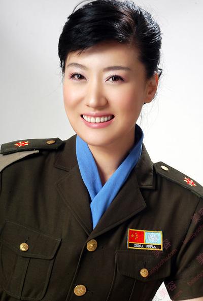 唱家,国家一级演员,总政歌舞团独唱演员.1998年毕业于中国音
