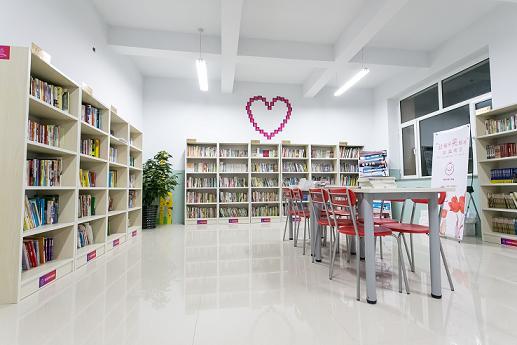 第一个图书室终于大功告成了!