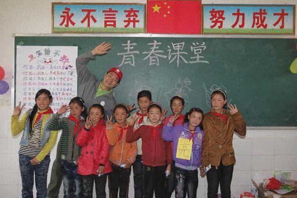 """2012年5月13日,""""让孩子笑起来―关爱大龄女童凉山站""""青春课堂正式开讲!"""