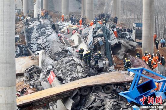 连霍高速义昌大桥垮塌事故续:救援位置有限难度大