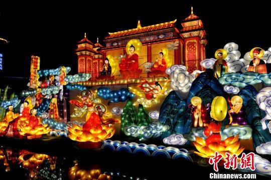 2月1日,第十届德阳灯会在四川省德阳市市区开幕。图为灯会现场。 安源 摄