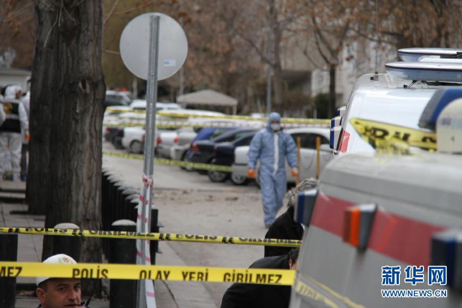 美国驻土耳其大使馆前2月1日发生爆炸,造成至少一人死亡,多人受伤。为2月1日拍摄的美国驻土耳其使馆爆炸案现场周边。 新华社记者李铭