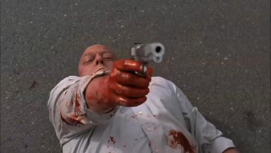 点击观看:停车场屠杀事件