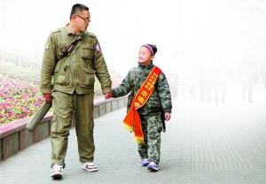 辽宁女孩冯靖涵想利用寒假走遍31个省区市,昨日抵达重庆,213.5元就是她和父亲的全部旅行经费