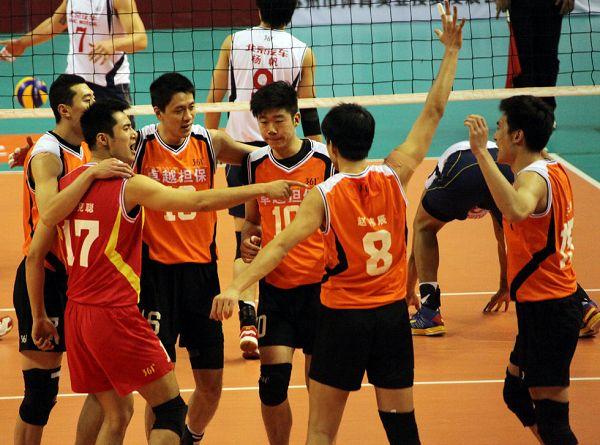 图文:北京男排首夺联赛冠军 八一队激情