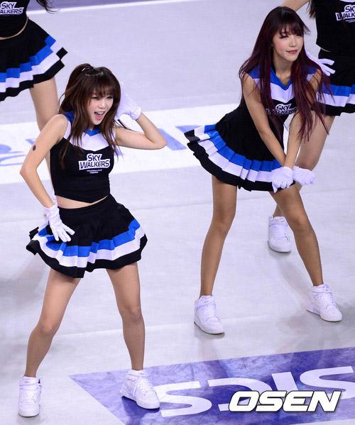 组图:韩国美女拉拉队惊艳