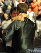图文:斯诺克德国赛卡特夺冠 卡特拥抱女友