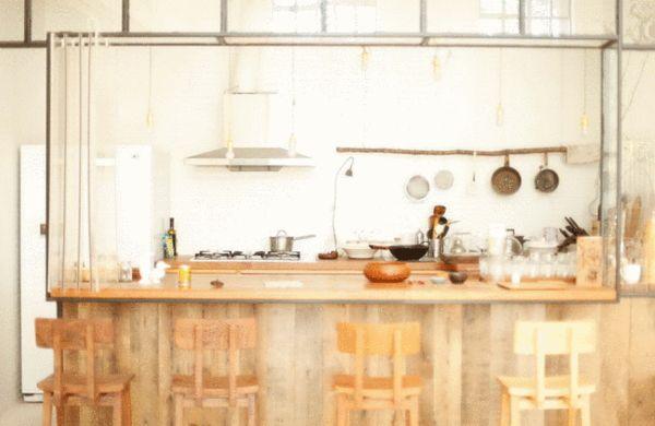 梵几客厅中的厨房,设计灵感来自于老上海的熟食店窗口.图片