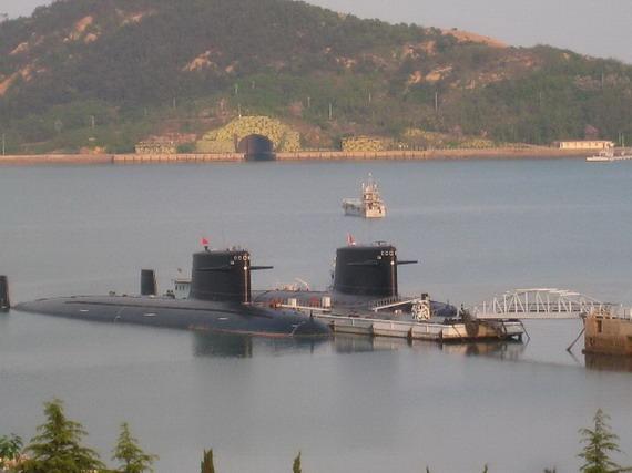 资料图:中国两艘091汉级核潜和后面的山洞。