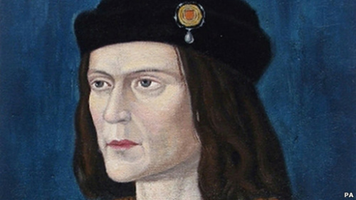 """理查三世是英国金雀花王朝末代国王,32岁战死沙场。他的死标志着长达32年的""""玫瑰战争""""结束"""