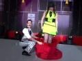 湖南卫视小年夜春晚 国外魔术达人表演神奇变装魔术