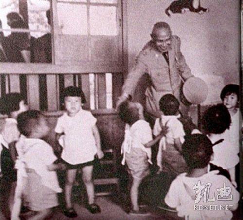 蒋介石/蒋介石罕见轻松生活照 强人也有卖萌时(组图)