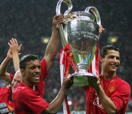 11   2008年5月21日,曼联在点球大战中6比5击败切尔西,赢下欧冠决赛图片