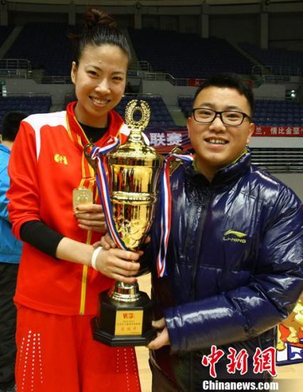 """山西女篮夺WCBA总冠:446天的中国版""""凯泽神话"""""""