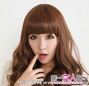 设计短发,女生穿衣微卷的卷发长发发型夏季做出搭配图片