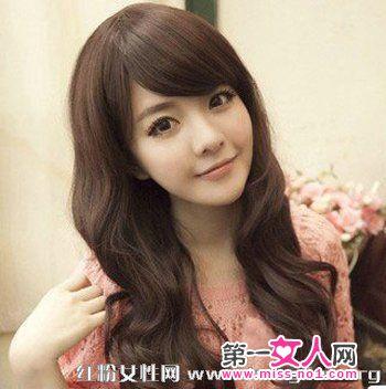 发型女生发发型,只在发尾处做出一点卷度初中刘海圆脸好看时尚长卷图片