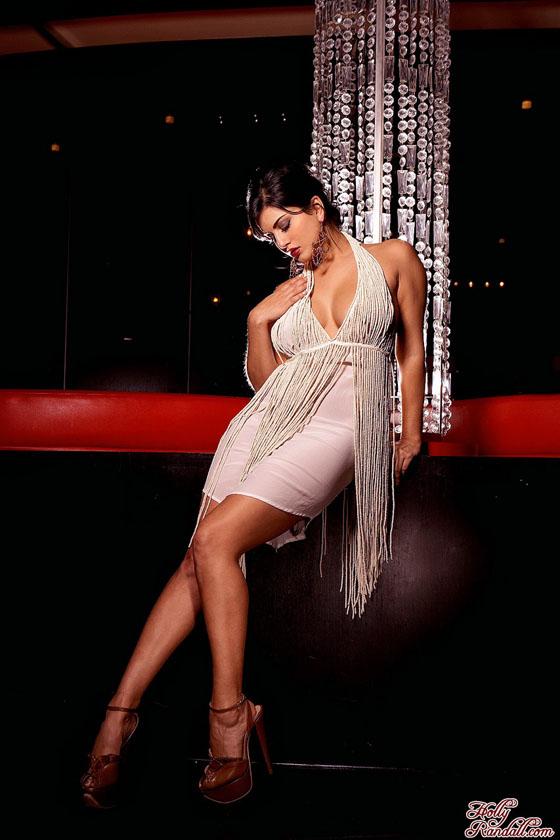 亚洲情色欧美性爱明星写真_桑妮-黎翁性感爆乳写真