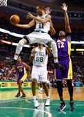 图文:[NBA]湖人不敌凯尔特人 考特尼-李无视