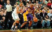 图文:[NBA]湖人不敌凯尔特人 科比单打
