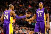 图文:[NBA]湖人不敌凯尔特人 科比霍华德击掌