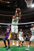 图文:[NBA]湖人不敌凯尔特人 科林斯拿下篮板