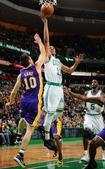 图文:[NBA]湖人不敌凯尔特人 纳什防守不及