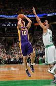 图文:[NBA]湖人不敌凯尔特人 纳什跳投