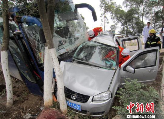 图为事故救援现场。 杨禹 摄