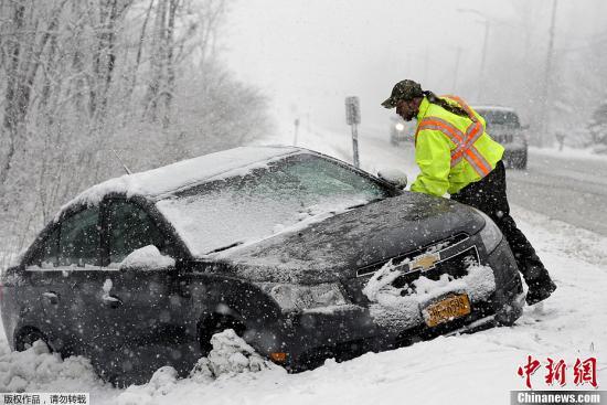 特大暴风雪袭击美国 65万户停电5300航班取消