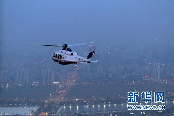 2月9日,警用直升机在北京上空巡逻。