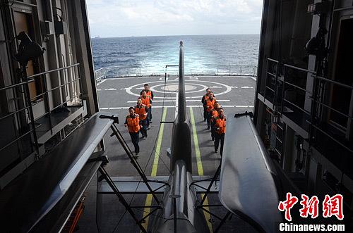 新春佳节 海军护航编队继续执行任务