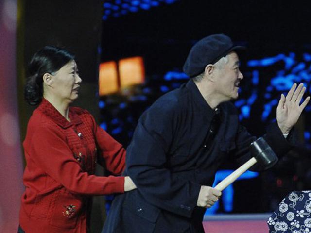 《2013江苏卫视蛇年春晚》片花 赵本山小品封山作《有钱了》