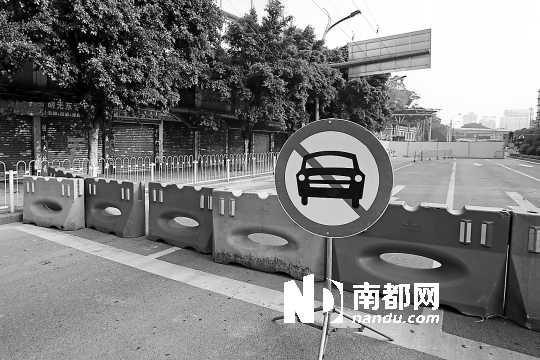 康王南路南往北路段被封锁。