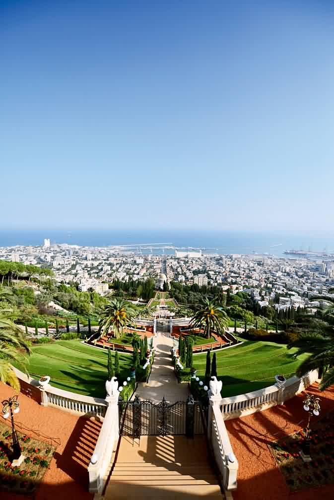 (上图)海法的地标建筑巴哈伊空中花园,在这里俯瞰海法全貌 (上图)死图片