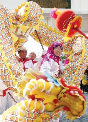 舞龙舞狮,游园赏景,迎财神……春节期间
