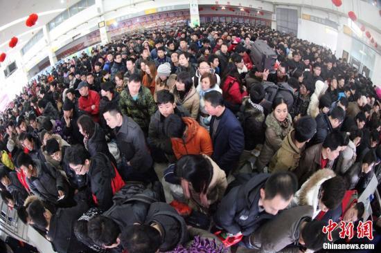 春节黄金周游客集中返程 未出现大规模滞留现象