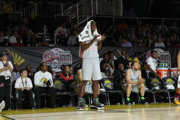 博尔特参与NBA全明星活动 上演双手扣篮