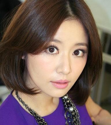 已经36岁的林心如一张脸如少女一样白嫩,圆脸搭配不同气质发型彰显
