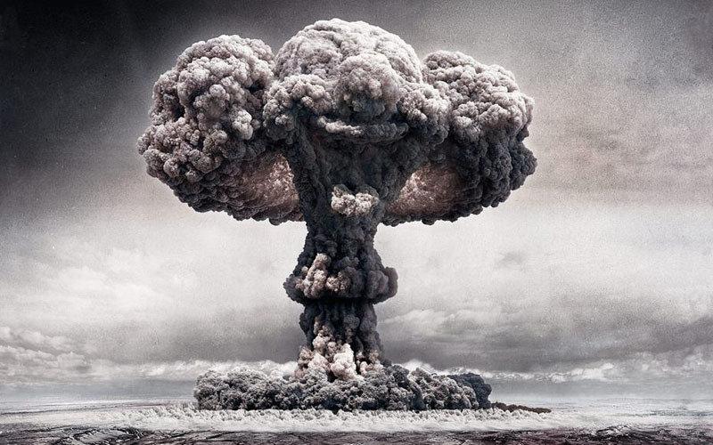 核弹爆炸升起蘑菇云:与天际浑然一体(高清组图)