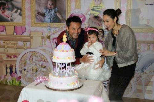 郭可盈为女儿开3岁生日派对
