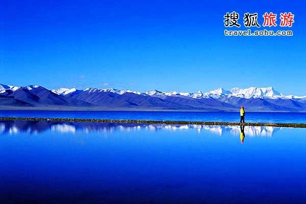 ...天蓝色水天相融浑然一体闲游湖畔似有身临仙境之感.  纳木...
