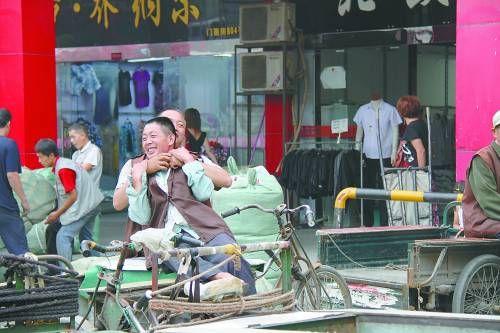 在西安蹬三轮车的梁庄老乡