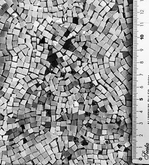 33万玻璃粒拼出世界地图