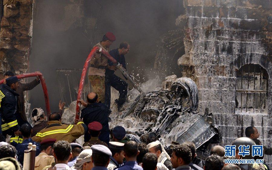 当地时间2013年2月19日,也门萨那,一架军用直升机在首都萨那市中心坠毁,造成至少10人死亡,23人受伤。