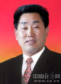 1955年10月29日生,河南西峡县人。汉族。大学本科学历,理学学士。1981年6月加入中国共产党。1977年3月参加工作,1982年1月新乡师范学院数学系毕业。