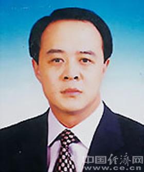毛超峰,男,汉族,1965年12月生,河南柘城人,1986年8月加入中国共产党,1985年7月参加工作,中央党校在职研究生学历。