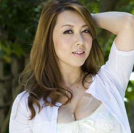 日本女优-日本情色网_日本女优演千部色情片表不满 反抗父母严厉家教